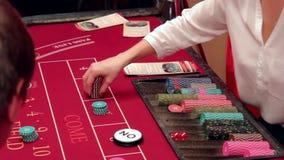 El jugar en la apuesta del casino almacen de metraje de vídeo