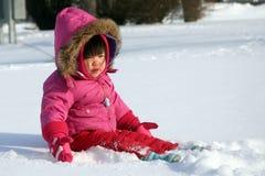 El jugar en la nieve Fotos de archivo libres de regalías