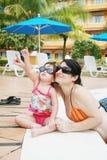 El jugar en la piscina Imágenes de archivo libres de regalías