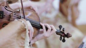 El jugar en el violoncelo almacen de video