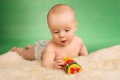 El jugar feliz del bebé Imagen de archivo libre de regalías