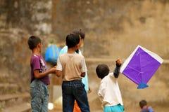 El jugar indio de los niños Imagenes de archivo
