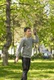 El jugar joven del muchacho Imagen de archivo libre de regalías