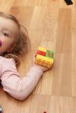 El jugar lindo de la muchacha Imagen de archivo