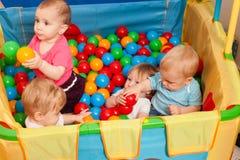 El jugar lindo de los bebés Fotografía de archivo libre de regalías