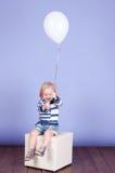 El jugar lindo del bebé Imagenes de archivo