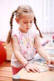 El jugar lindo del niño Fotos de archivo libres de regalías