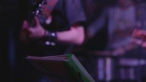 El jugar musical de la banda almacen de metraje de vídeo