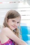 El jugar por la piscina Imagenes de archivo