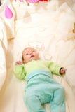 El jugar recién nacido del bebé Imagenes de archivo