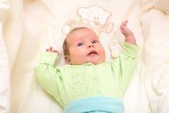 El jugar recién nacido del bebé Fotografía de archivo