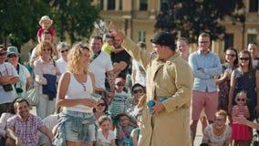 El juglar realiza una demostración de la calle Fotos de archivo libres de regalías
