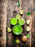 El jugo fresco del kiwi Foto de archivo