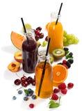El jugo fresco, verano de la mezcla da fruto y las bayas Fotografía de archivo libre de regalías