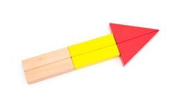 El juguete bloquea forma como una flecha en blanco Fotografía de archivo