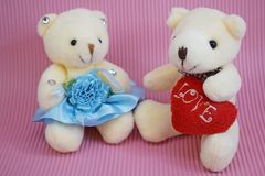 El juguete suave refiere un fondo rosado foto de archivo libre de regalías