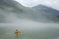 El Kayaking en Banff Imágenes de archivo libres de regalías