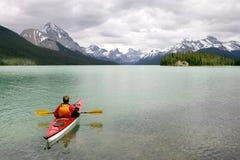 El Kayaking en Banff fotografía de archivo