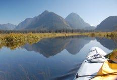 El Kayaking en el pantano del lago Pitt Fotografía de archivo