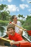 El Kayaking en el río Imagen de archivo libre de regalías