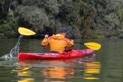 El Kayaking en el río Fotografía de archivo