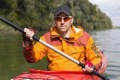 El Kayaking en el río Foto de archivo libre de regalías
