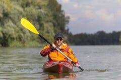 El Kayaking en el río Imagenes de archivo