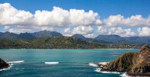 El Kayaking escénico tropical en las islas Oahu Hawaii de Mokulua imagenes de archivo
