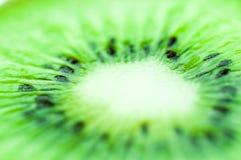 El kiwi amargo verde claro despierta el apetito fotografía de archivo