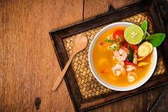 El kong o Tom del ñame de Tom yum, ñame de Tom es una sopa clara picante imágenes de archivo libres de regalías
