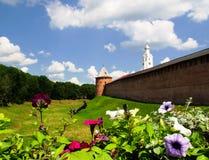 El Kremlin en Veliky Novgorod en día de verano Fotos de archivo libres de regalías
