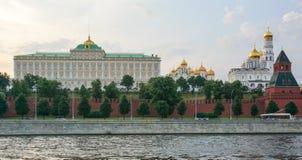 El Kremlin a través del río Foto de archivo
