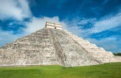 El Kukulkan金字塔,奇琴伊察,墨西哥卡斯蒂略或寺庙  免版税库存照片