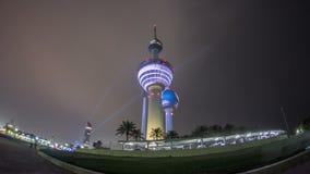 El Kuwait se eleva el hyperlapse del timelapse - la señal más conocida de la ciudad de Kuwait Kuwait, Oriente Medio metrajes