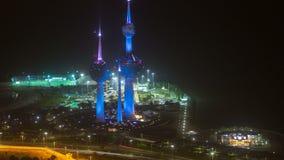 El Kuwait se eleva el timelapse de la noche - la señal más conocida de la ciudad de Kuwait Kuwait, Oriente Medio almacen de video