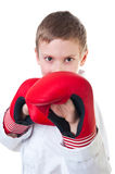 El kwon de los tae del muchacho que desgasta joven hace el uniforme Fotografía de archivo