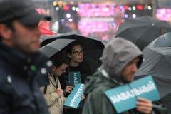 El líder de oposición de las etiquetas engomadas Navalny en partidos desconocidos hace campaña reunión Foto de archivo libre de regalías