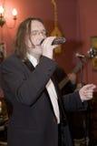 El líder del cóctel del grupo, del cantante y del músico Konstantin Kuveyzev Fotos de archivo libres de regalías