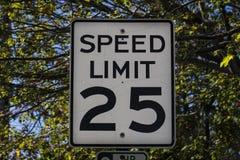 El límite de velocidad firma adentro el puerto de la barra, 2015 Imágenes de archivo libres de regalías