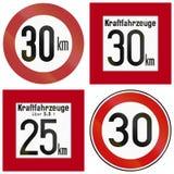 El límite de velocidad histórico firma adentro Alemania ilustración del vector