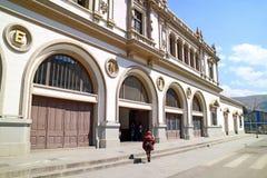 El La anterior Paz Central Train Station Is ahora la estación del teleférico del MI Teleferico en La Paz céntrico, Bolivia imagen de archivo libre de regalías