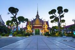 El la atmósfera dentro de la señal del templo de Wat Arun e icónico de Bangkok foto de archivo libre de regalías