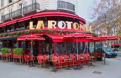 El La famoso Rotonde del café adornado para la Navidad, París, Francia Fotos de archivo libres de regalías