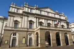 El exterior del teatro de la ópera del La Scala Foto de archivo