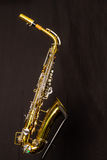El lado derecho de un saxofón del alto Foto de archivo libre de regalías
