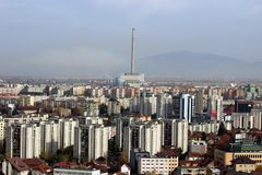 El lado moderno de Brasov fotografía de archivo