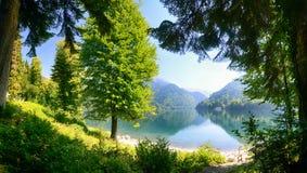 El lago alpestre Imagen de archivo