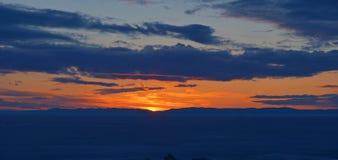 El lago Baikal, Siberia del este, Rusia, salida del sol fotografía de archivo libre de regalías