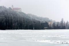 El lago Balatón en invierno en Tihany Foto de archivo