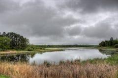 El lago bowstring es parte del nativo americano Reserva del lago leech imagen de archivo